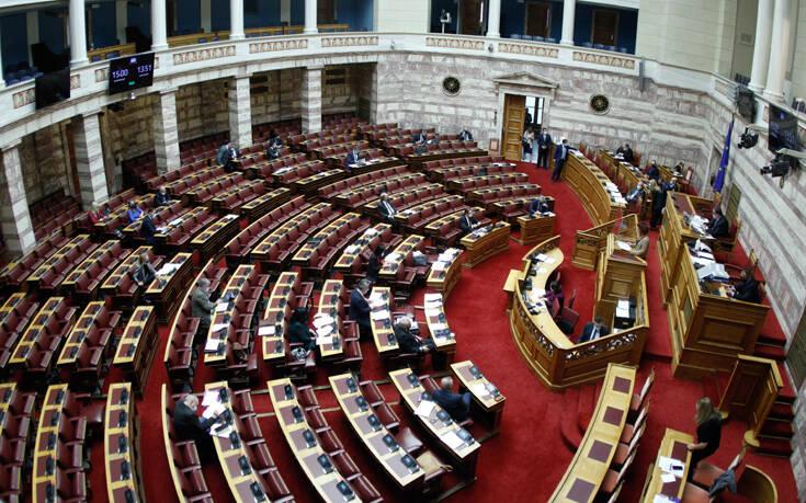 Θύελλα στη Βουλή για τις συλλήψεις στο Σύνταγμα – Σύγκρουση για το δικαίωμα του συνέρχεσθαι