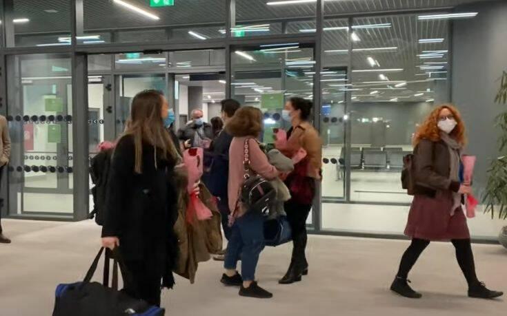 Αποφασισμένες να μείνουν στη Θεσσαλονίκη όσο χρειαστεί είναι οι δέκα νοσηλεύτριες από το Ηράκλειο Κρήτης