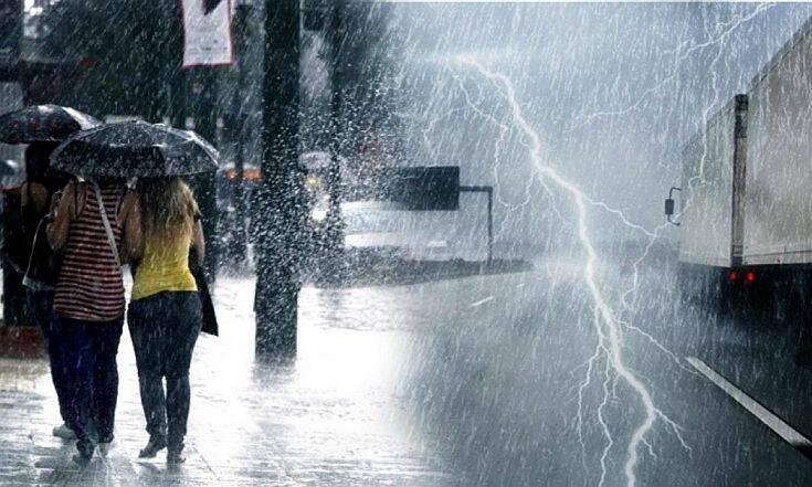 Έρχεται κακοκαιρία με αισθητή πτώση της θερμοκρασίας, καταιγίδες και θυελλώδεις ανέμους