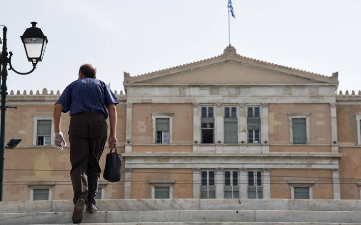 Handelsblatt: «Πώς ο Κυριάκος Μητσοτάκης οδηγεί την Ελλάδα εν μέσω κρίσεων»