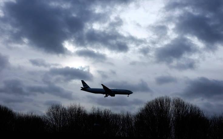 Απότομη προσγείωση για τις αερομεταφορές λόγω κορονοϊού: Χάνονται 90.000 θέσεις εργασίας