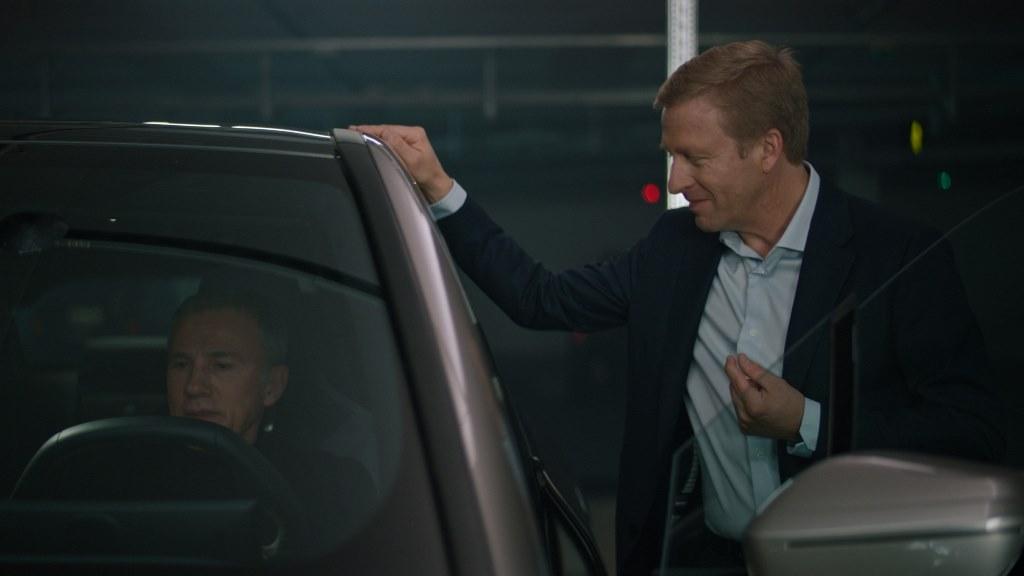 Ο Christoph Waltz κάτοχος δύο βραβείων Όσκαρ τεστάρει την BMW iX