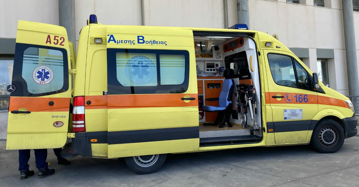 Ασθενής με κορωνοϊό άλλαξε 3 ασθενοφόρα από τον Βόλο μέχρι να διασωληνωθεί στην Κόρινθο