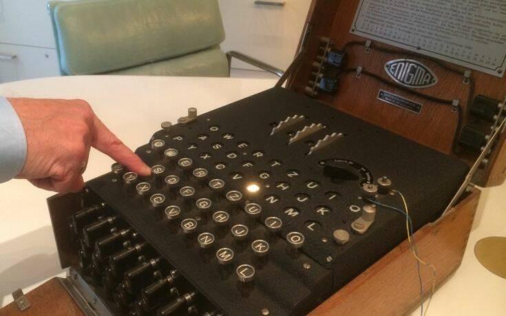 Γερμανοί δύτες βρήκαν στο βυθό μια θρυλική μηχανή κρυπτογράφησης Enigma