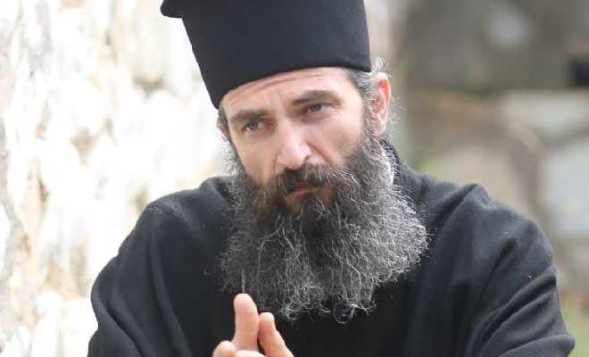 """Άρης Σερβετάλης: """"Θα έπρεπε να είναι ανοιχτές οι εκκλησίες"""""""