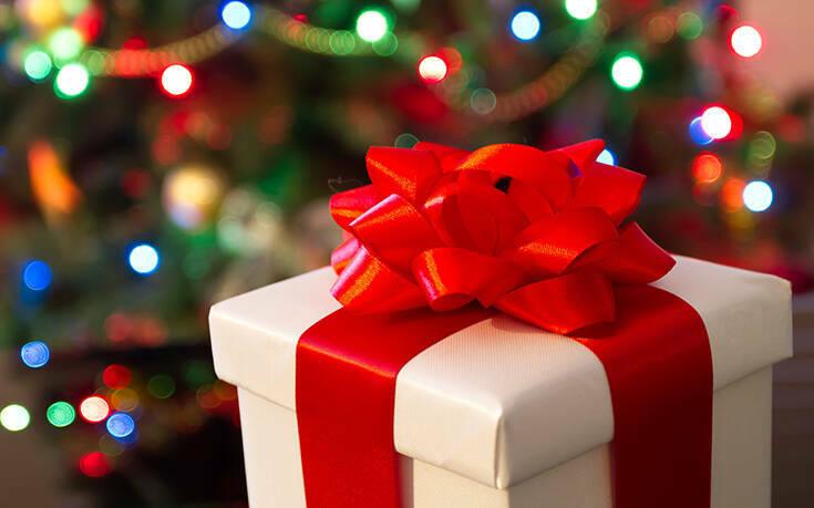 Τα μέτρα για ρεβεγιόν και εκκλησίες: Πώς θα γιορτάσουμε Χριστούγεννα και Πρωτοχρονιά