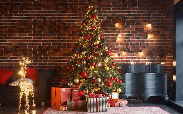 Αυτός είναι ο λόγος που βάζουμε μπάλες στο χριστουγεννιάτικο δέντρο