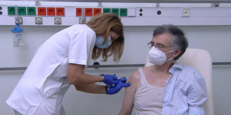 Τσιόδρας: Ιστορική στιγμή για την πατρίδα μας η έναρξη του εμβολιασμού