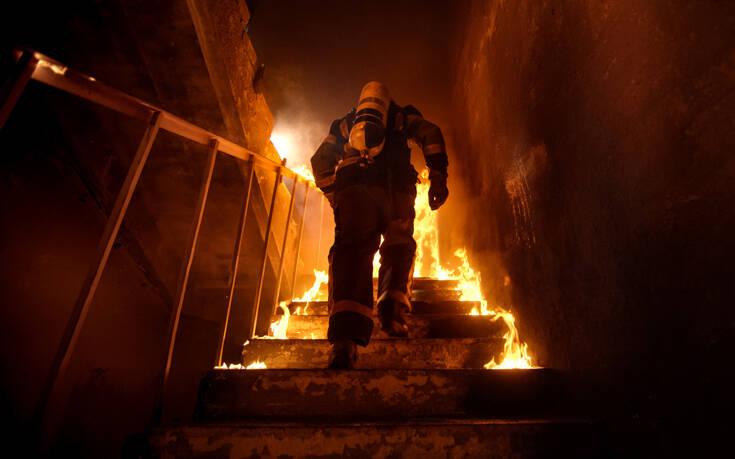 Φριχτός θάνατος για δύο παιδιά 3 και 7 ετών από φωτιά σε σπίτι