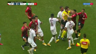 Παράτησαν το ποδόσφαιρο και το έριξαν στο…ξύλο!