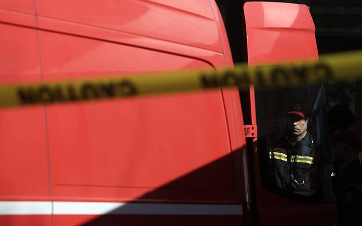 Συναγερμός στην Πυροσβεστική για φωτιά με εκρήξεις στα Καλύβια Λαμίας