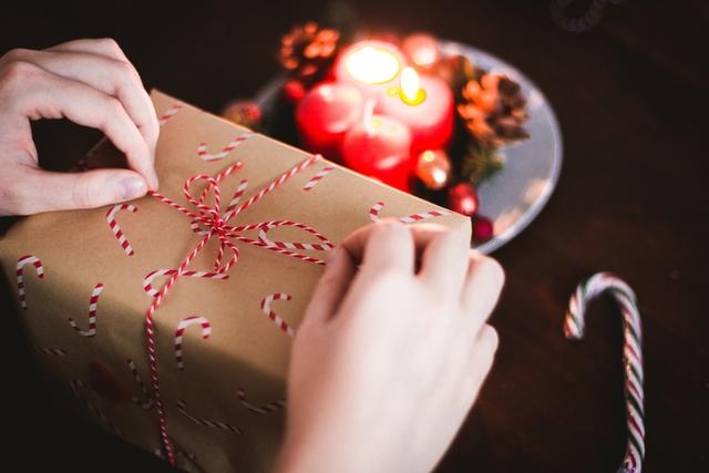 Gift Season: Πώς θα αγοράσεις το τέλειο δώρο Χριστουγέννων