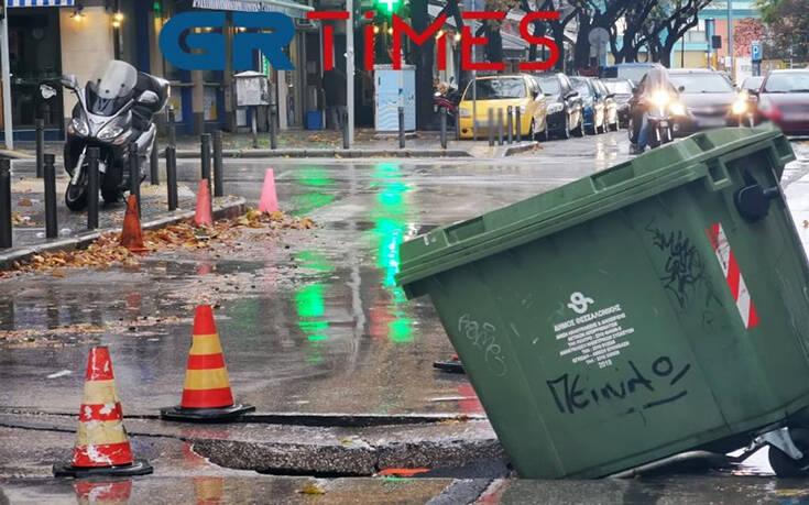 Εικόνες από δρόμο στη Θεσσαλονίκη που άνοιξε στα δύο λόγω της κακοκαιρίας