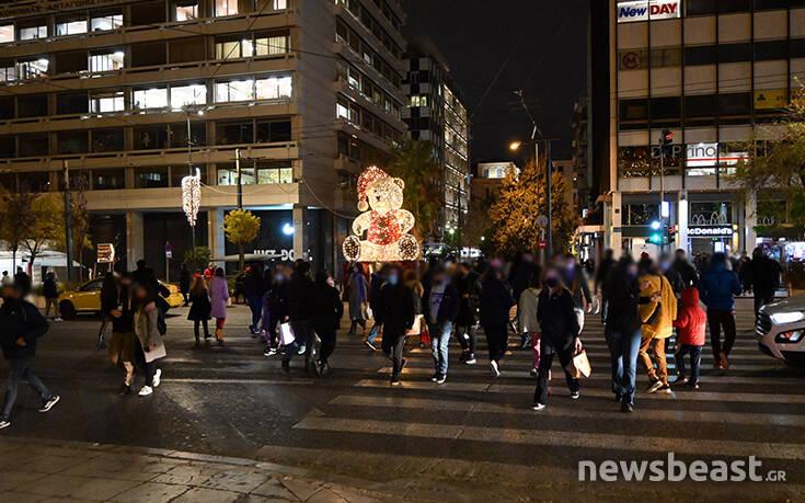 Εικόνες από το Σύνταγμα: Αρκετή κίνηση και έλεγχοι της αστυνομίας στην πλατεία