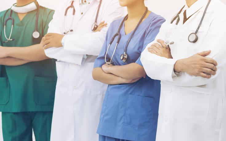 Καμπανάκι από τον Πανελλήνιο Ιατρικό Σύλλογο: Ζητά μέτρα περιορισμού της ιατρικής ευθύνηςκατά τη διαχείριση της πανδημίας