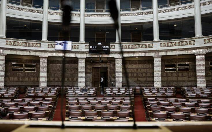 Κορονοϊός: Εγκρίθηκε κατά πλειοψηφία η διαδικασία του κατεπείγοντος για το νομοσχέδιο του υπουργείου Υγείας