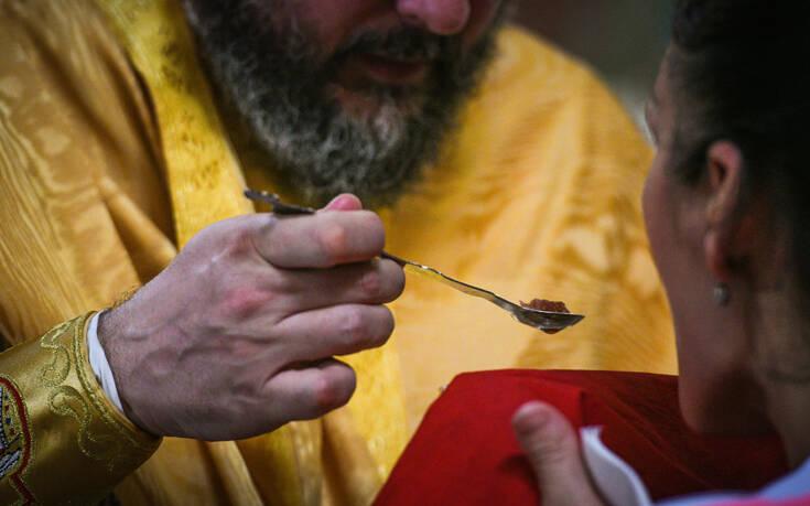 Πρόστιμο 1.500 ευρώ σε ιερέα που τελούσε Θεία Λειτουργία παρουσία πιστών