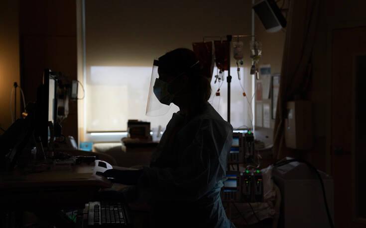 Ο «μαύρος χειμώνας» του κορονοϊού στις ΗΠΑ: Ξεπέρασαν τα 18 εκατ. τα κρούσματα – 115.000 ασθενείς με Covid στα νοσοκομεία