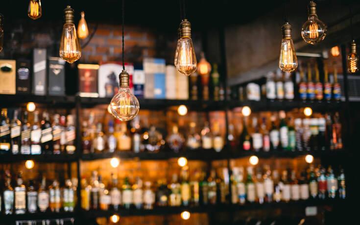 Πέτσας για lockdown: Χωρίς νυχτερινή διασκέδαση και όρθιους – Τι θα γίνει με τα εστιατόρια