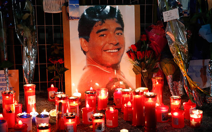 Απειλούν τον υπάλληλο του γραφείο κηδειών και τον γιο του που έβγαλαν selfie με το πτώμα του Μαραντόνα: «Θα σας σκοτώσουμε»