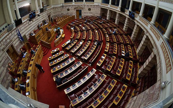 Στη βουλή αργά τη νύχτα πολυνομοσχέδιο της κυβέρνησης