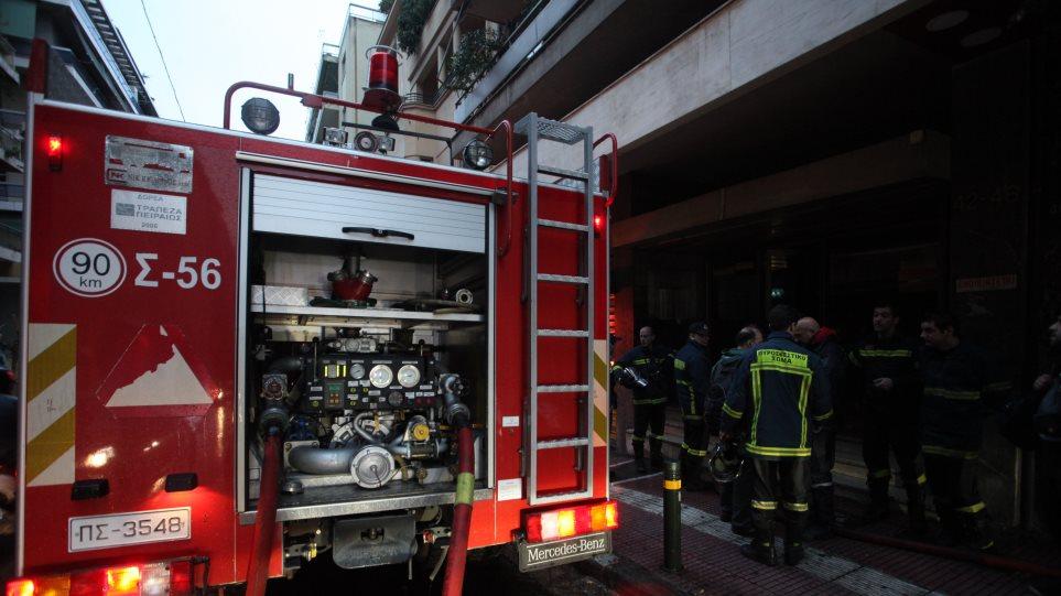 Φωτιά σε διαμέρισμα στο Ίλιον – Νεκρή ανασύρθηκε μία γυναίκα