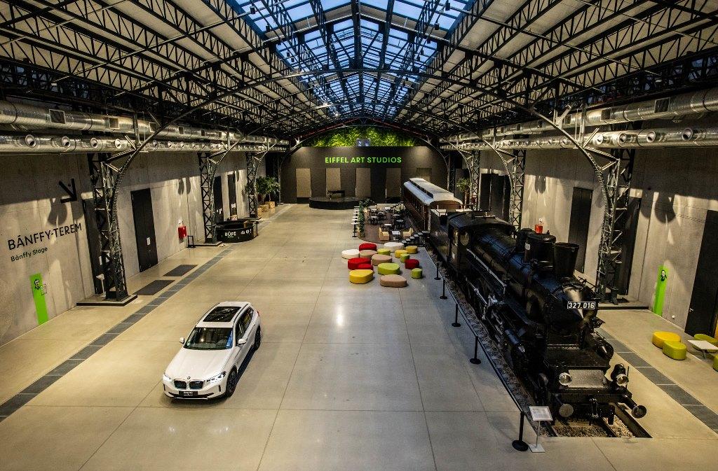 Η νέα τεχνολογική ναυαρχίδα του BMW Group,η BMW iX3 φωτογραφίζεται στη Βουδαπέστη