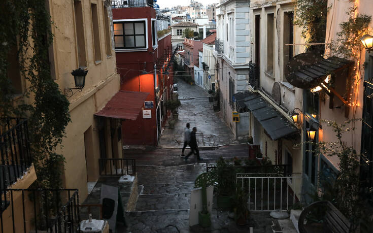 Οι τρεις αιτίες που ανοίγουν την κερκόπορτα στον κορονοϊό – Το τρίτο κύμα και ο φόβος για την Αττική