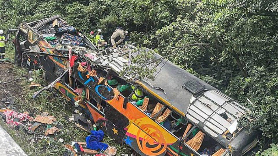 Τραγωδία στη Βραζιλία: Λεωφορείο βγήκε εκτός δρόμου – 19 νεκροί