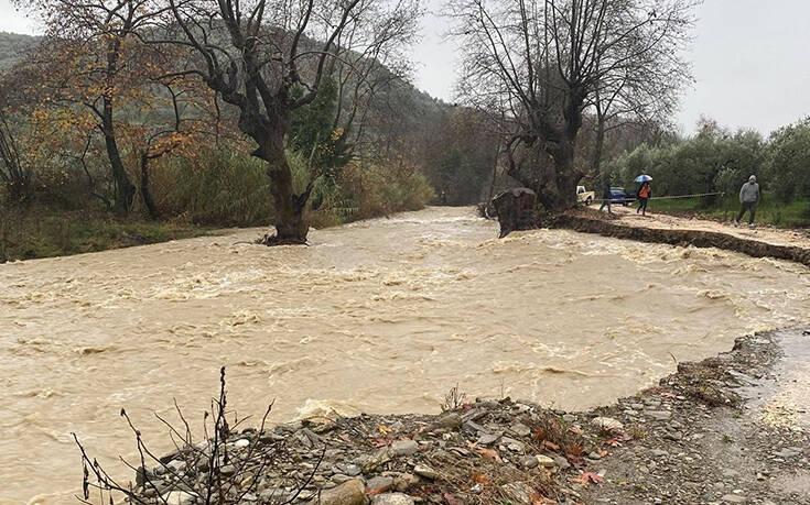 Κακοκαιρία: Κατολισθήσεις και πλημμύρες από την έντονη βροχόπτωση σε χωριό στην Άρτα