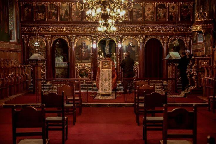 Θεοφάνεια με ανοιχτές εκκλησίες και διακριτική παρουσία της Αστυνομίας