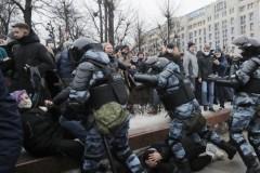 Η ΕΕ καταγγέλλει «δυσανάλογη χρήση βίας» εναντίον των διαδηλωτών στη Ρωσία