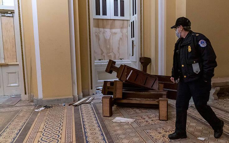 Σε διαθεσιμότητα δύο άνδρες της αστυνομίας του Καπιτωλίου