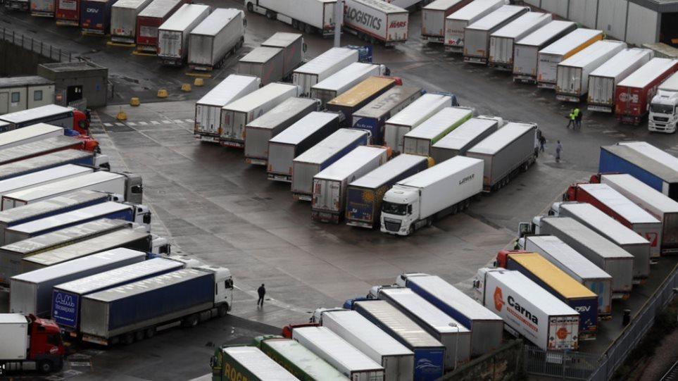 Βρετανία: Το κλείσιμο των γαλλικών συνόρων δεν αφορά τους οδηγούς φορτηγών