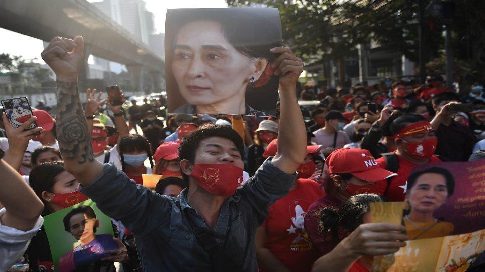 Πραξικόπημα στη Μιανμάρ: Δεύτερος γύρος διαδηλώσεων σήμερα – «Κάτω η δικτατορία» – Βίντεο