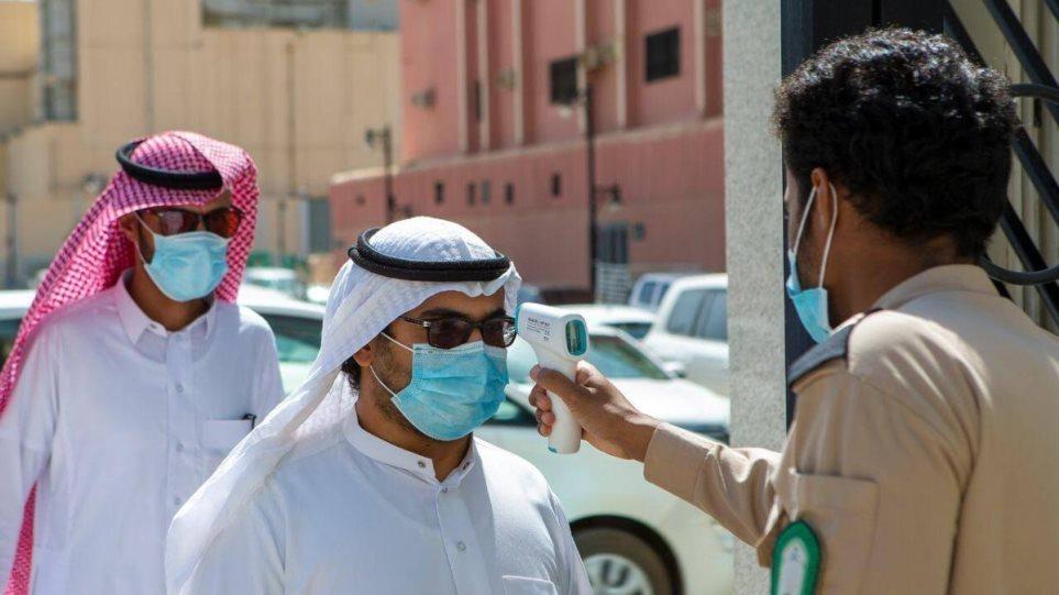 Κορωνοϊός – Ηνωμένα Αραβικά Εμιράτα: «Στροφή» των εμβολιασμών στους ηλικιωμένους και χρόνια πάσχοντες