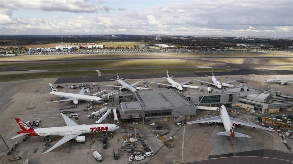 Βρετανικές αεροπορικές εταιρίες σε κυβέρνηση Τζόνσον: Επιτρέψτε τα ταξίδια