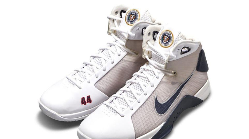 Στο «σφυρί» έναντι 25 χιλιάδων δολαρίων τα παπούτσια που σχεδίασε η Nike για τονΜπαράκ Ομπάμα
