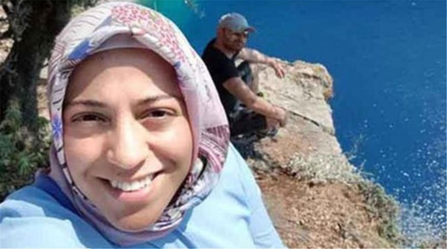 O Τούρκος που φέρεται να έσπρωξε την έγκυο γυναίκα του από γκρεμό γύρισε στο ίδιο σημείο για να… ποζάρει (φώτο)