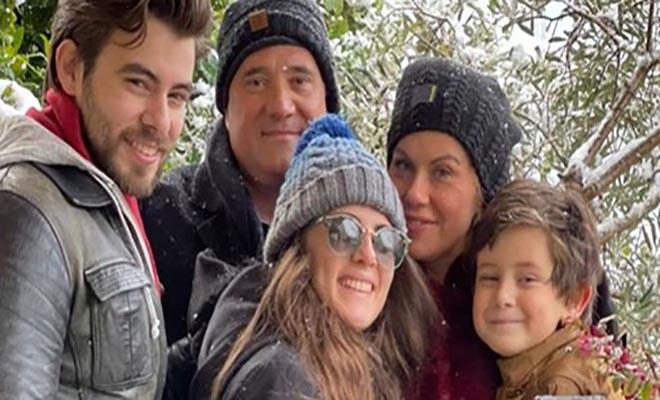 Ευγενία Μανωλίδου: Αγκαλιά με τον Άδωνι Γεωργιάδη και τα παιδιά τους στα χιόνια