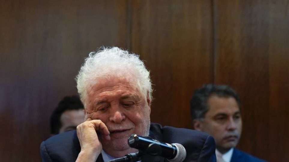 Σκάνδαλο στην Αργεντινή: Παραιτήθηκε ο υπουργός Υγείας – Έστελνε φίλους του να εμβολιαστούν εκτός σειράς