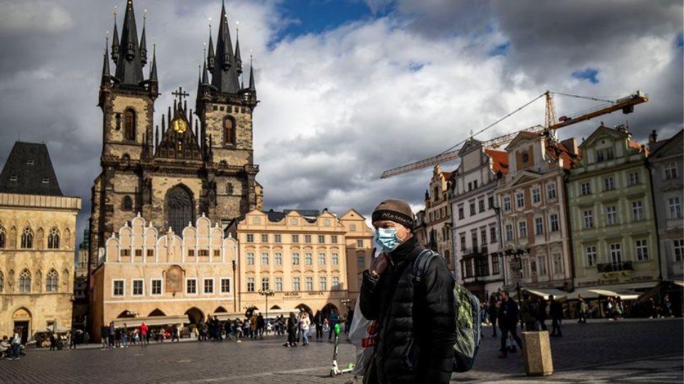 Κορωνοϊός – Τσεχία: Έρχονται αυστηρότερα μέτρα – Φοβούνται «καταστροφή» των νοσοκομείων