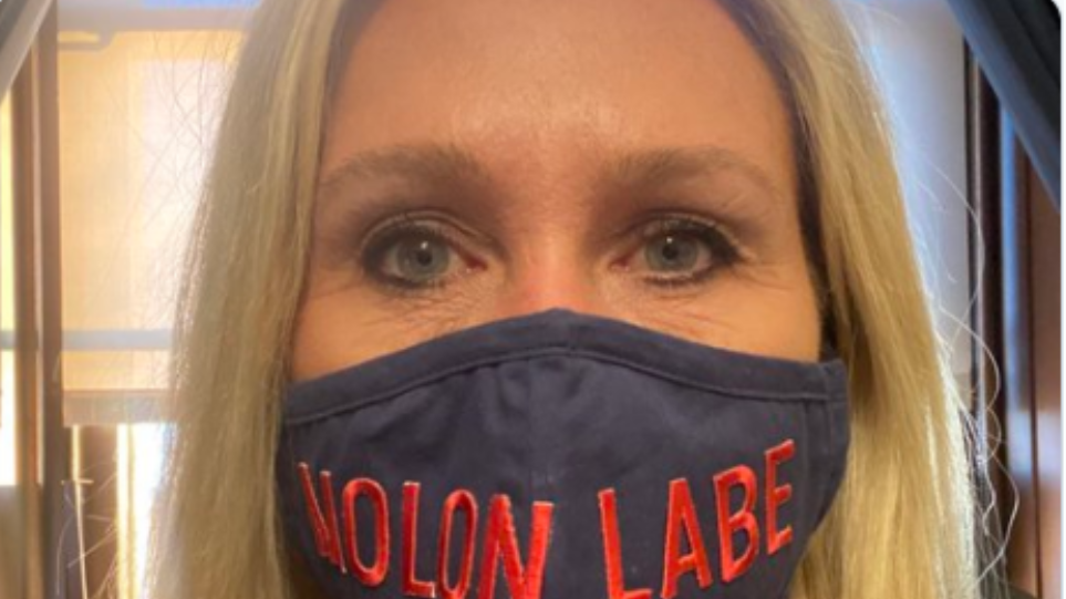 Ελληνοαμερικανίδα βουλευτής του GOP ψήφισε να αποπεμφθεί η οπαδός του QAnon και του… «Molon Labe»