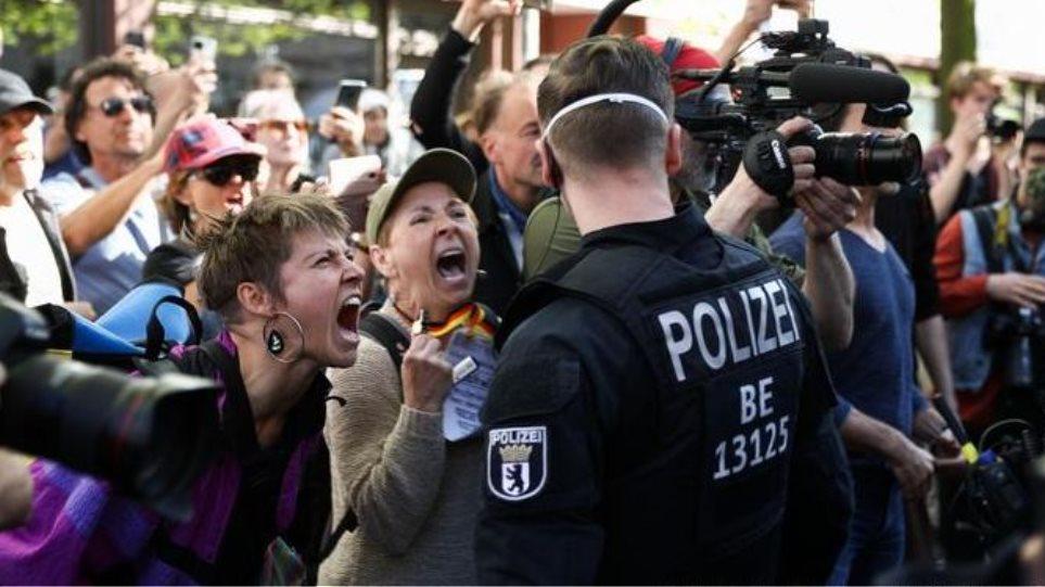 Γερμανία: Εκατοντάδες διαδήλωσαν εναντίον των περιοριστικών μέτρων στο Μόναχο
