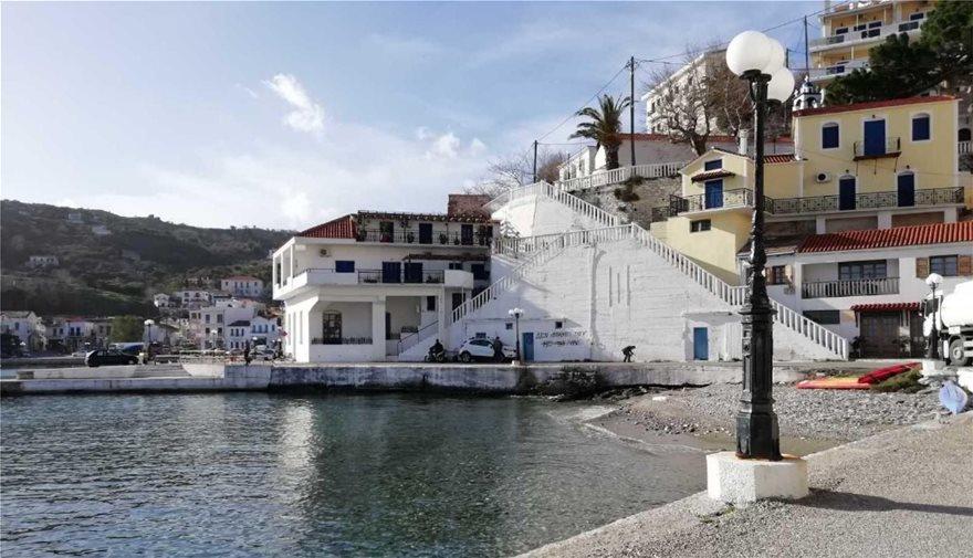Ικαρία: Έγραψαν συνθήματα στο σπίτι του βουλευτή Στεφανάδη