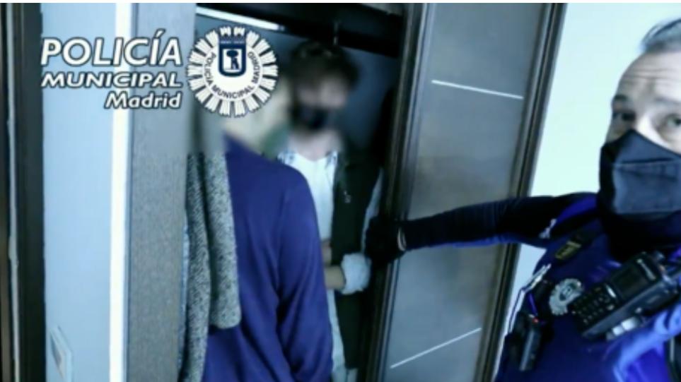 Ισπανία: Η Αστυνομία «έσπασε» κορωνο-πάρτι στη Μαδρίτη – Σε ντουλάπες και κάτω από τα κρεβάτια κρύφτηκαν οι καλεσμένοι