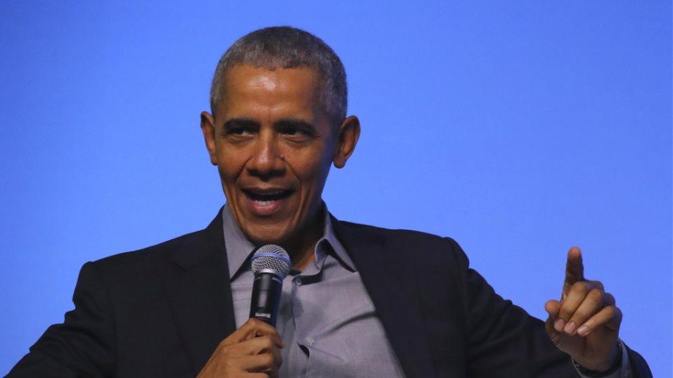 Spotify: Ο Μπαράκ Ομπάμα κοινοποίησε «λίστα με 44 τραγούδια για το ντους»