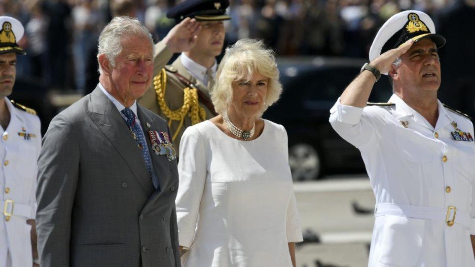 Πρίγκιπας Κάρολος: Με μια φωτογραφία στο Σύνταγμα ανακοίνωσε την επίσκεψή του στην Αθήνα