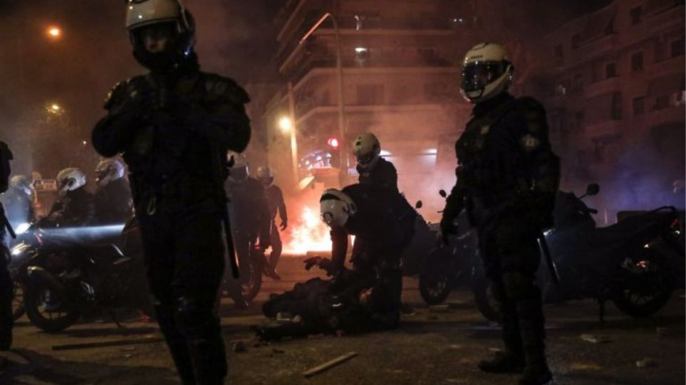 Οι δικηγόροι της Αθήνας καταδικάζουν την άνανδρη επίθεση κατά του αστυνομικού στη Νέα Σμύρνη