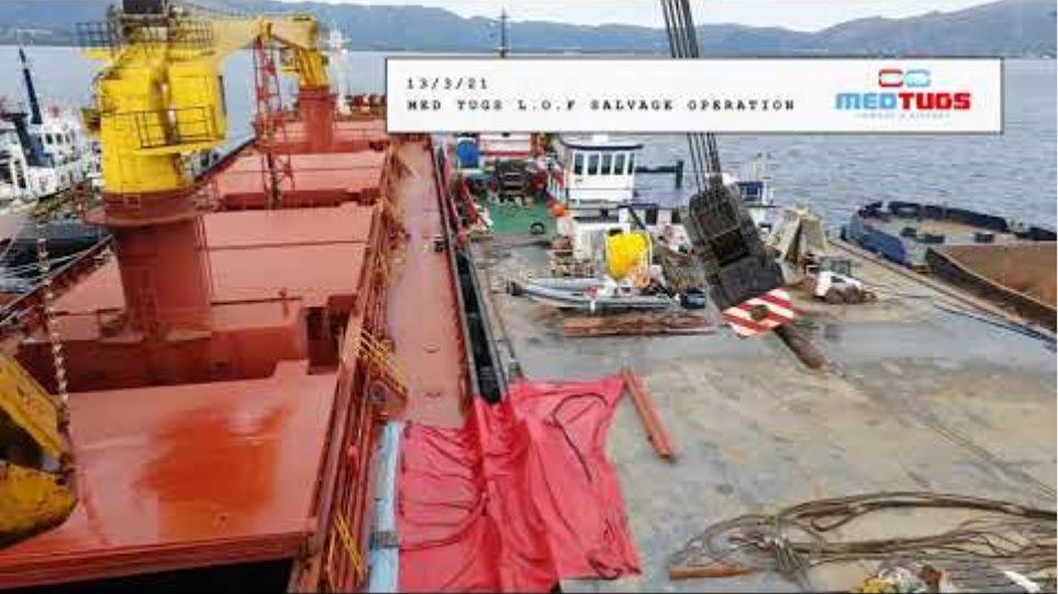 Η ελληνική επιχείρησης διάσωσης δύο φορτηγών πλοίων κοντά στην Ελαφόνησο (βίντεο)
